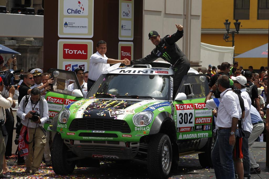 Dakar-Gewinner 2012: Stéphane Peterhansel und Jean Paul Cottret im Mini All4 Rancing von X-raid.