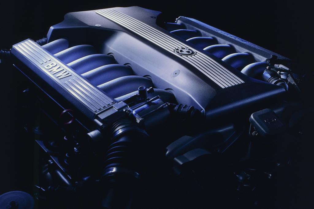Das Motorenprogramm reicht vom Sechs- bis zum Zwölfzylinder