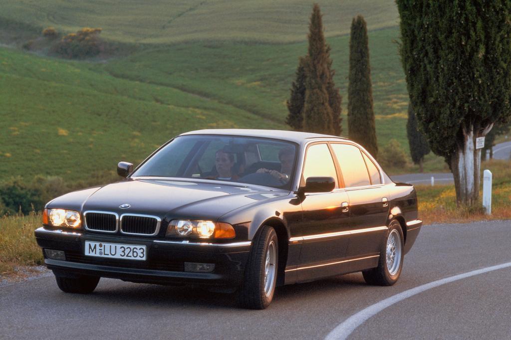 Der BMW 7er der Baureihe E38 setzt auf klassische Linien