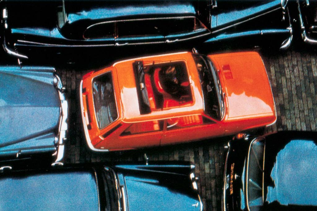 Der R 5 gab sich als buter Spritzer im schwarzen Limousinen-Einerlei