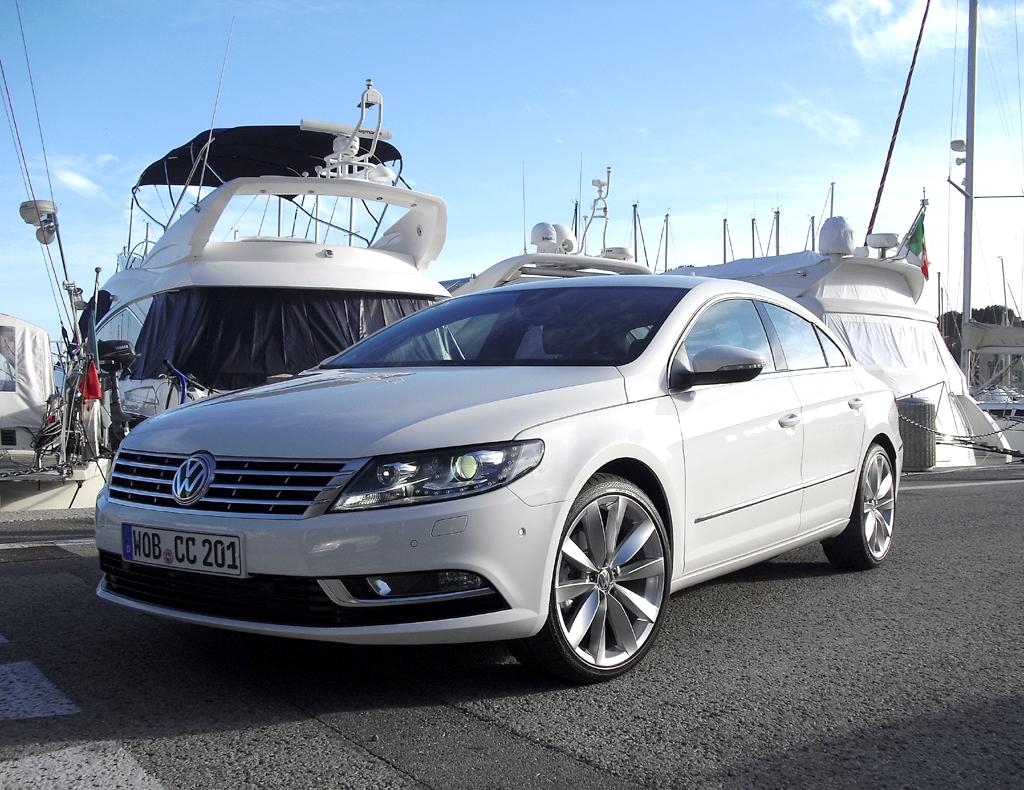 Der VW CC fährt nun wie schon in den USA ohne die Bezeichnung Passat im Namen vor.