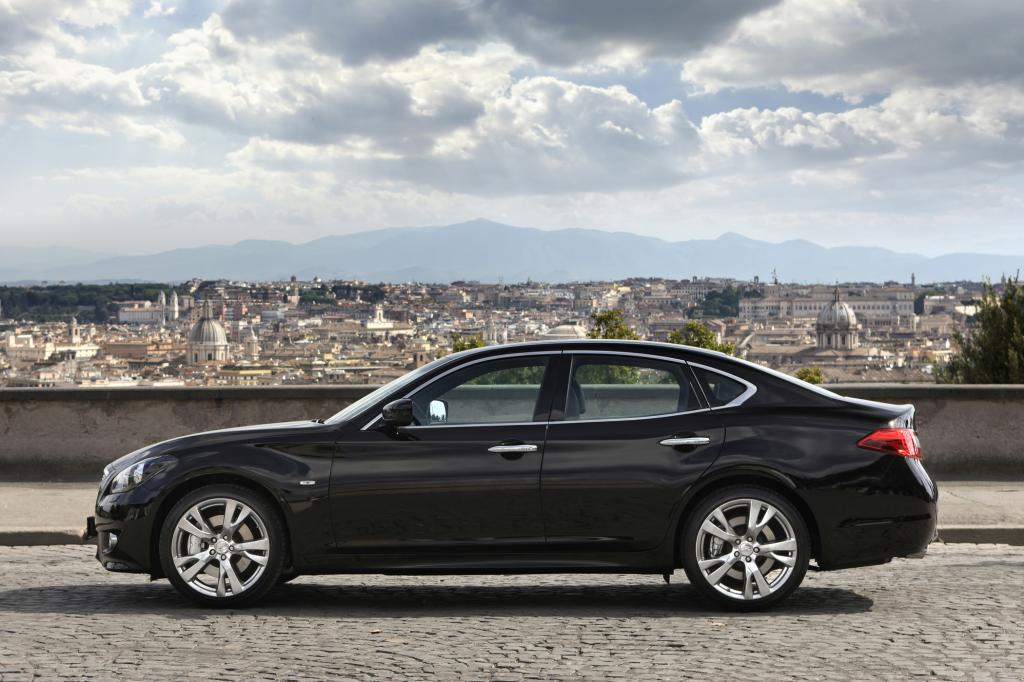 Es wird optisch klar, dass Infiniti den M30d als sportliche Limousine positionieren will