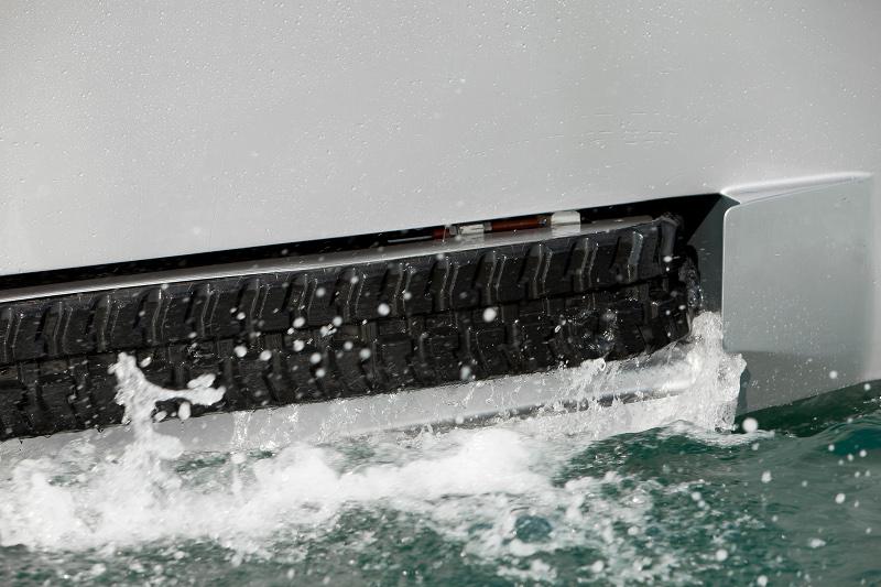 Iguana 29: Amphibien Motoryacht mit Kettenantrieb