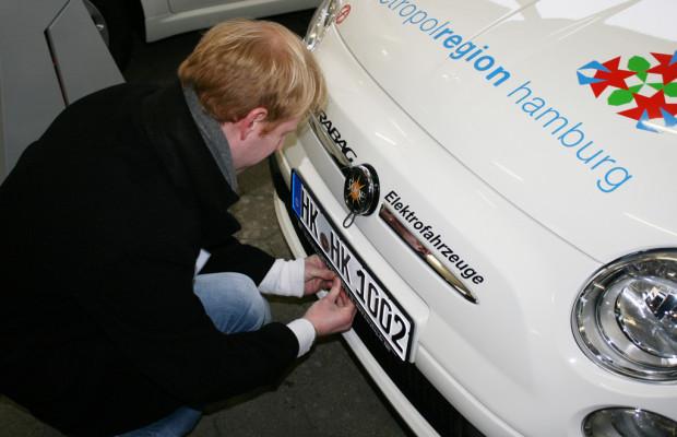 Karabag übergibt 16 Elektroautos an Metropolregion Hamburg