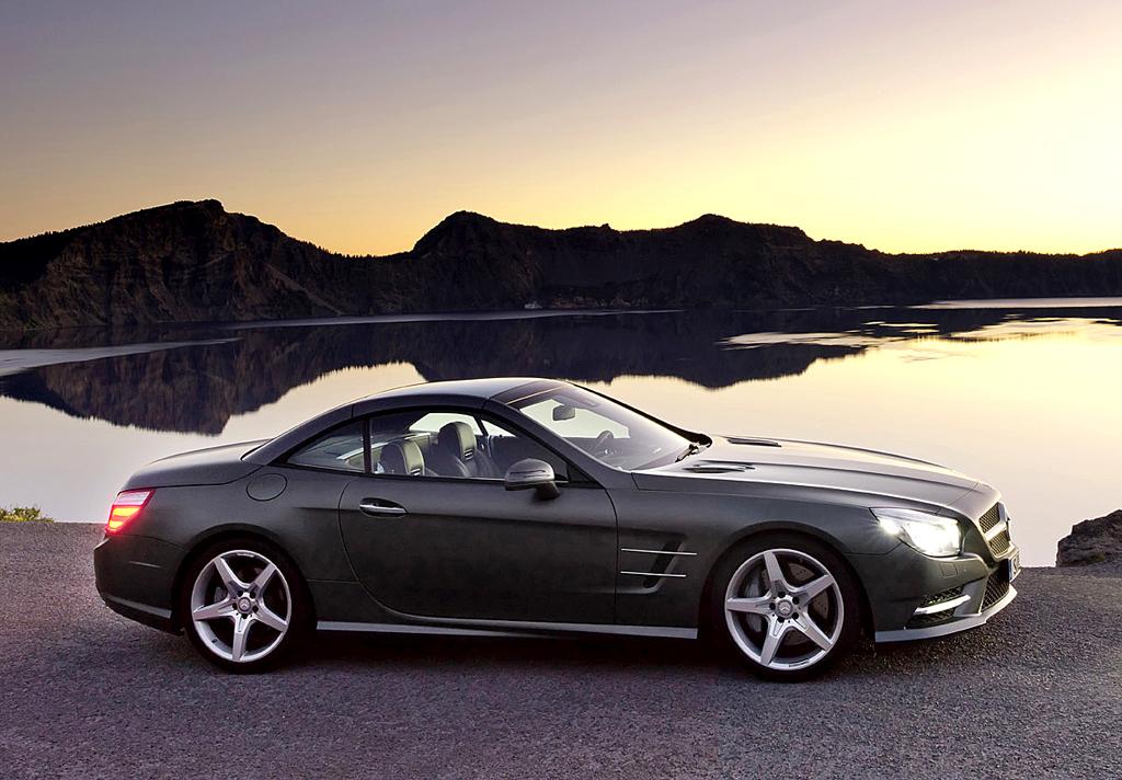 Mercedes SL: Und so sieht der Roadster mit geschlossenem Variodach von der Seite aus.