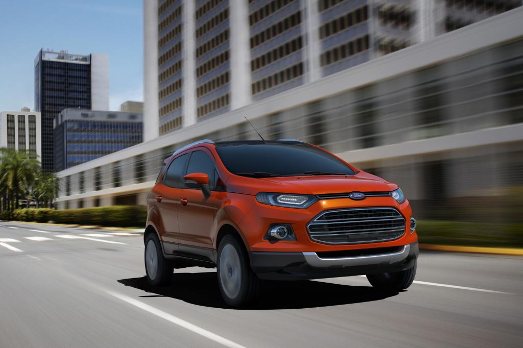 Mit dem großen Kühlerschlund und den schmalen Scheinwerfern reiht sich das SUV in das neue Ford-Design ein