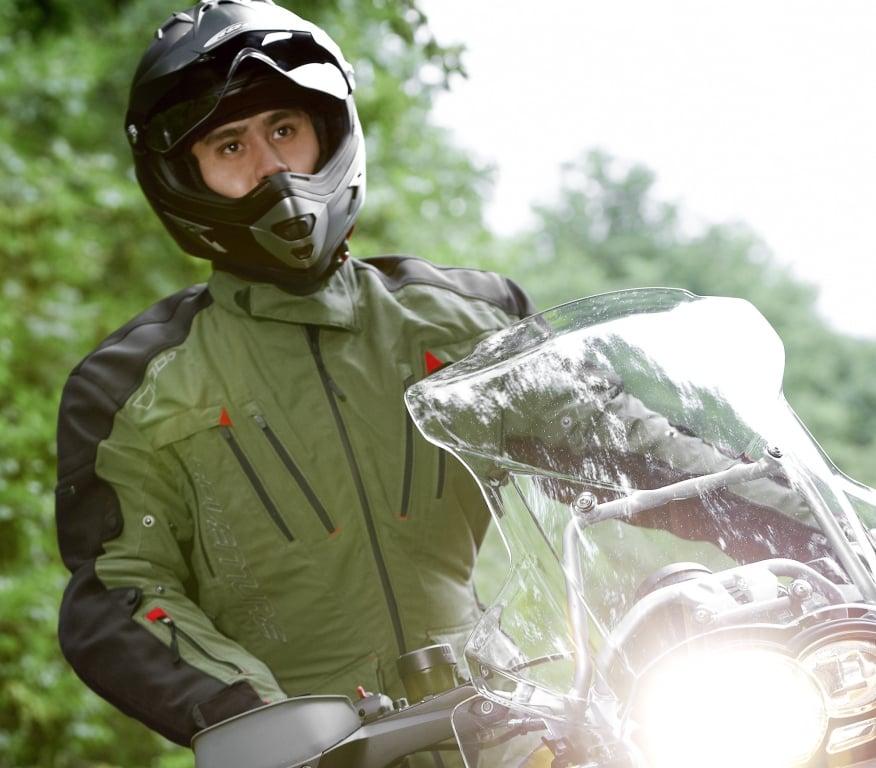 Motorrad Messe Leipzig 2012: Büse präsentiert Motorradanzüge und Helme