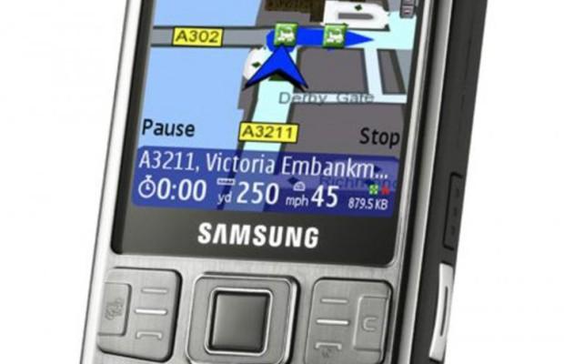 Navi oder Smartphone - welcher Lotse gehört ins Auto?