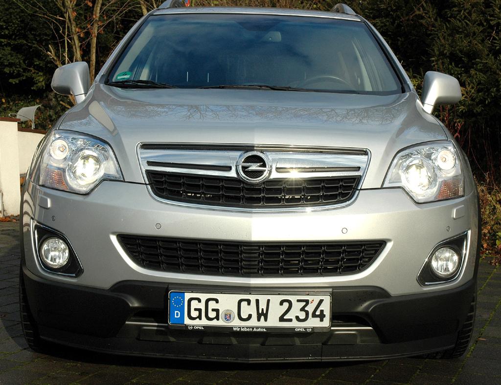 Opel Antara: Blick auf die Frontpartie des Kompakt-SUV.