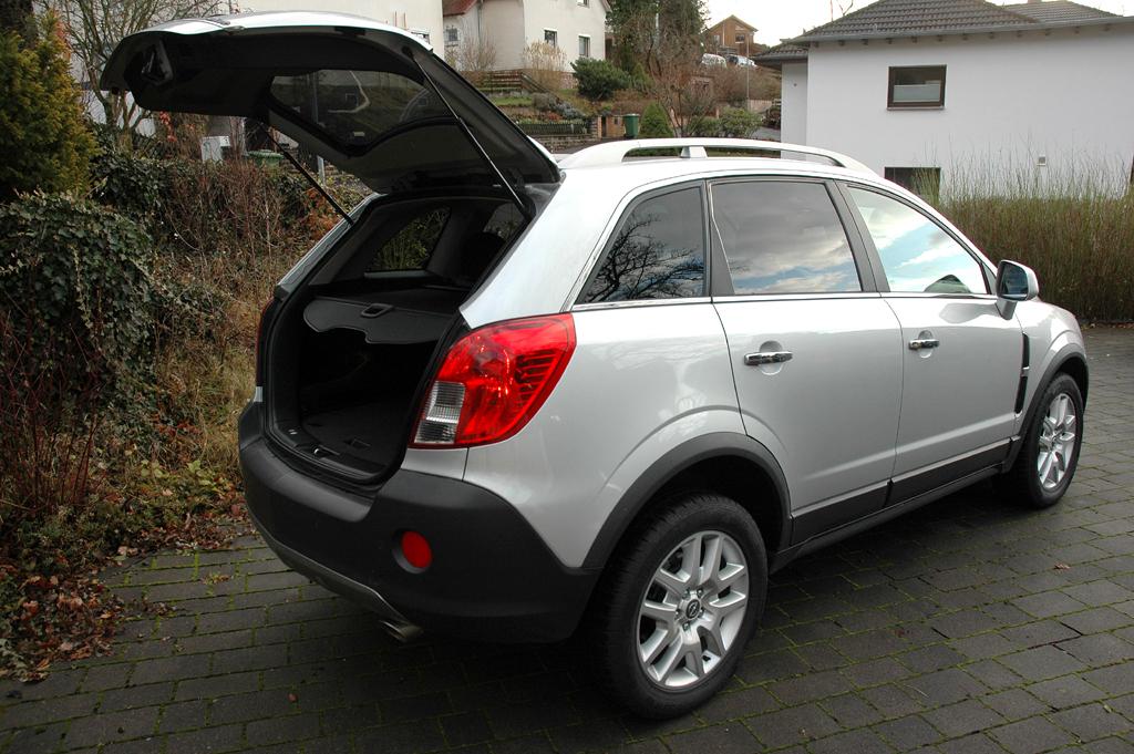 Opel Antara: Ins Gepäckabteil passen 420 bis 1420 Liter hinein.