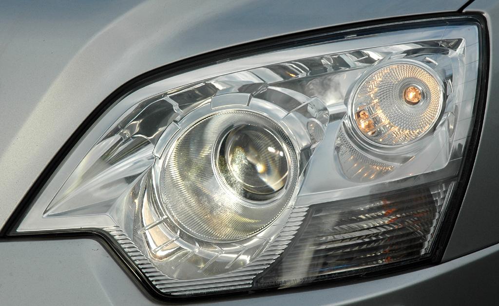 Opel Antara: Moderne Leuchteinheit vorn.