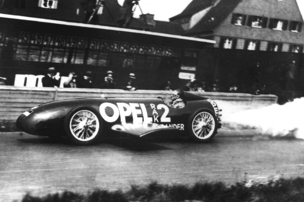 Opel RAK2, Jahr 1928, mit Fritz von Opel auf der Berliner Avus