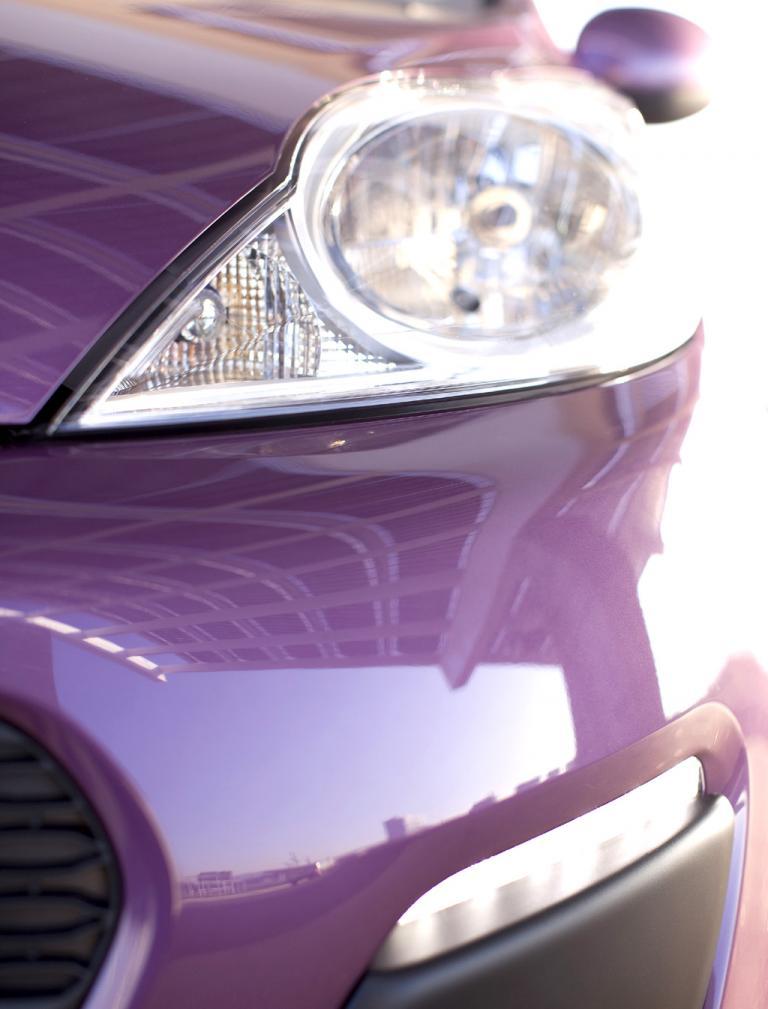 Peugeot 107: Blick auf die Leuchteinheit vorn.
