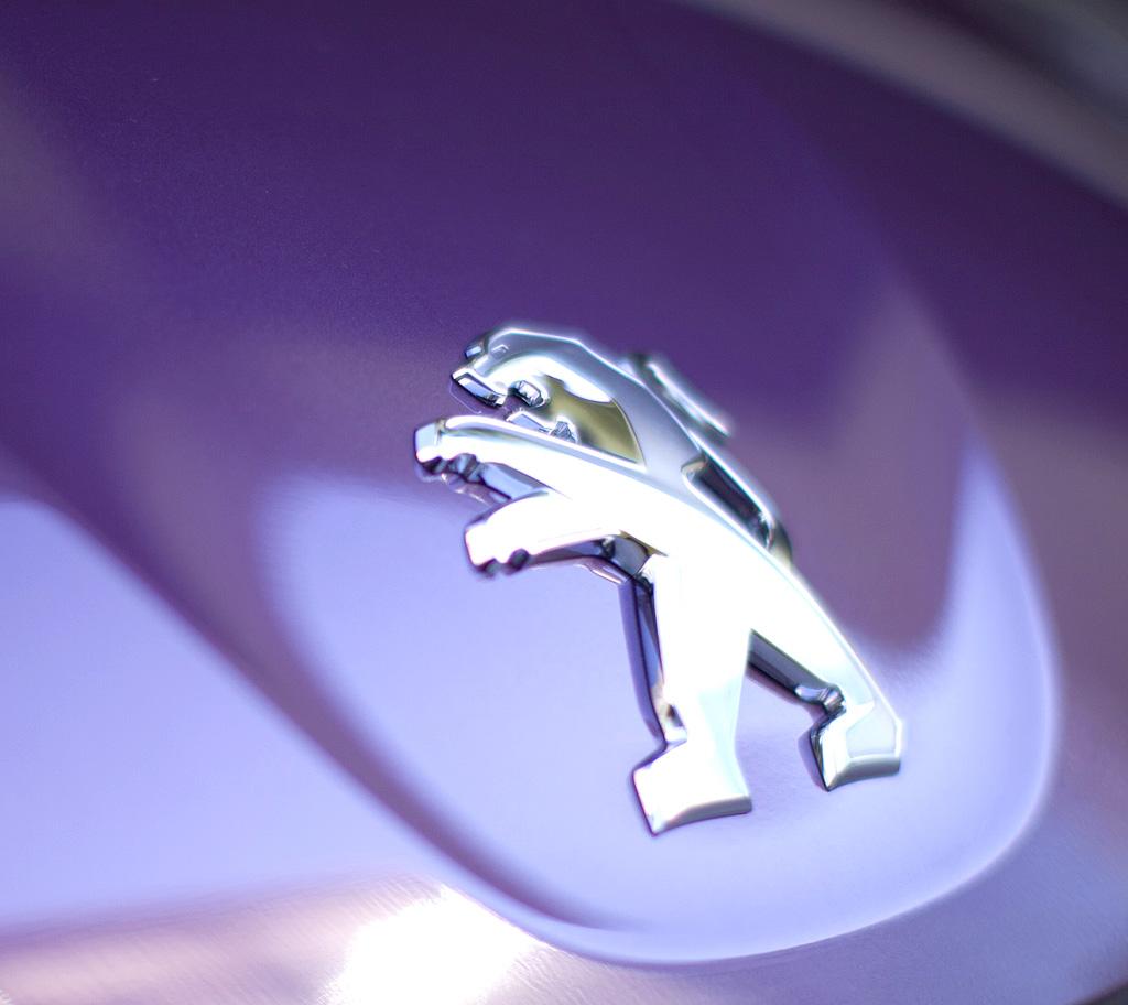 Peugeot 107: Das Löwen-Markenlogo sitzt vorn auf der Motorhaube.