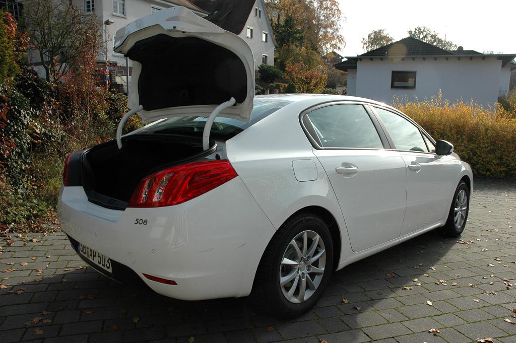 Peugeot 508: Ins Gepäckabteil passen 515 bis rund 1380 Liter hinein.
