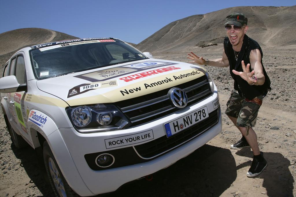 Prominente Gäste bei Volkswagen während der Rallye Dakar: Rudolf Schenker.