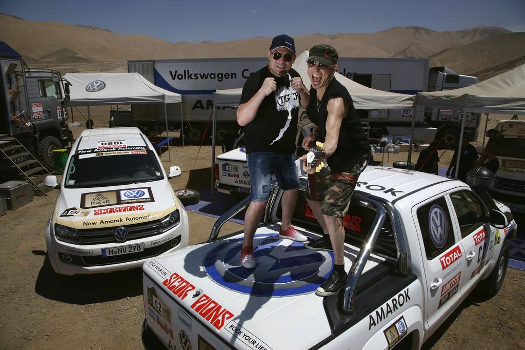 Prominente Gäste von Volkswagen bei der Rallye Dakar: Dariusz Michalczweski (links) und Rudolf Schenker.