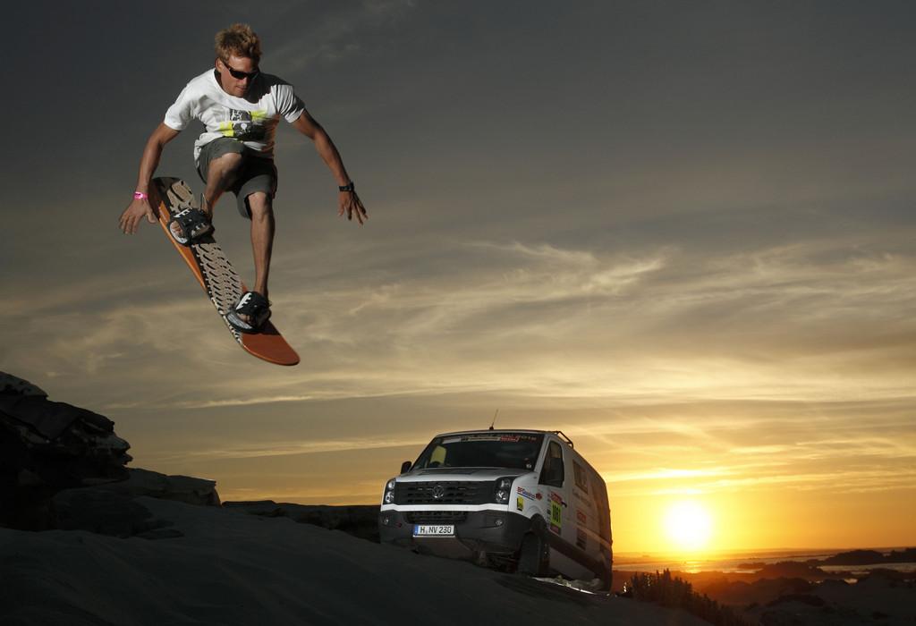 Sandsurfing in Chile: Klaas Voget mit dem VW Crafter 4Motion.
