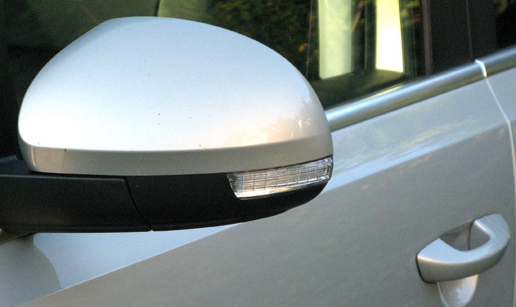 Seat Alhambra: Blick auf den Außenspiegel auf der Fahrerseite.