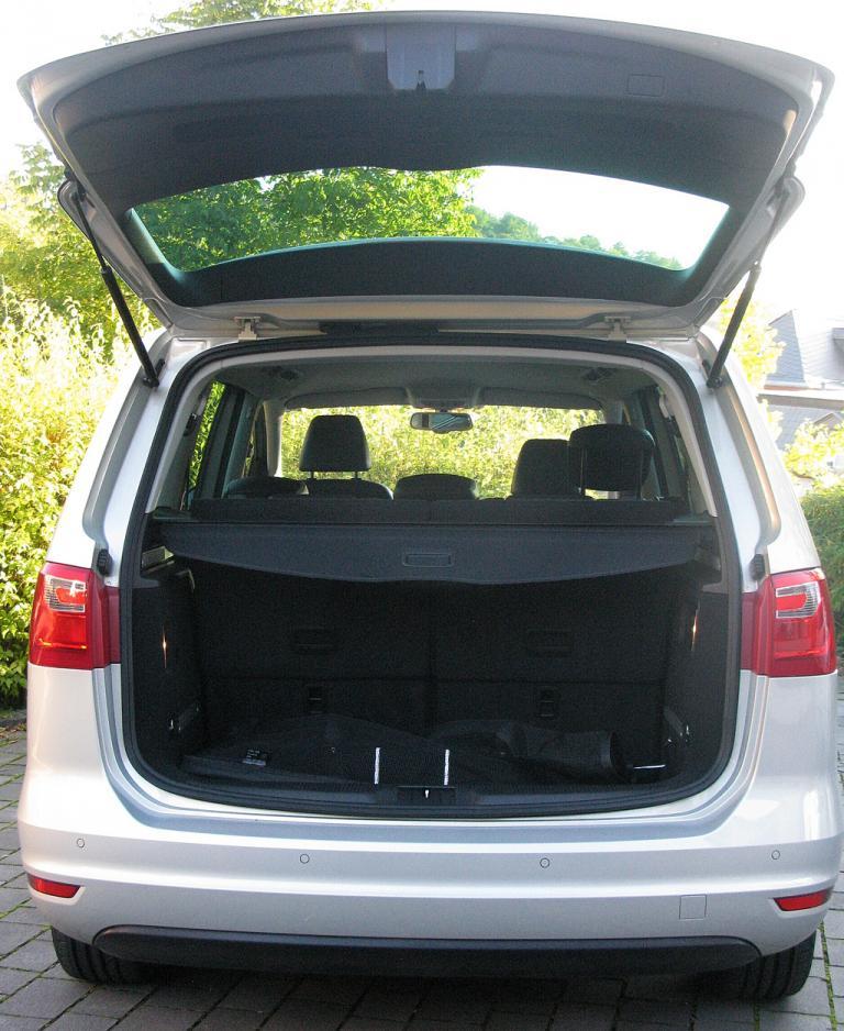 Seat Alhambra: Der Fünfsitzer fasst 810 bis 2430, der Siebensitzer rund 270 bis knapp 2300 Liter Gepäck.