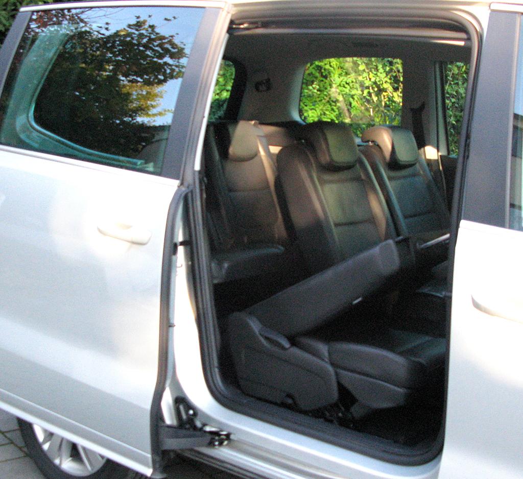 Seat Alhambra: Die Schiebetüren hinten erleichtern Ein- und Ausstieg.