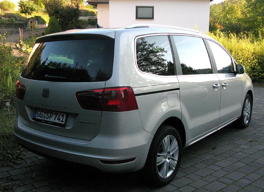 Seat Alhambra: Heck-/Seitenansicht des VW-Sharan-Schwestermodells.