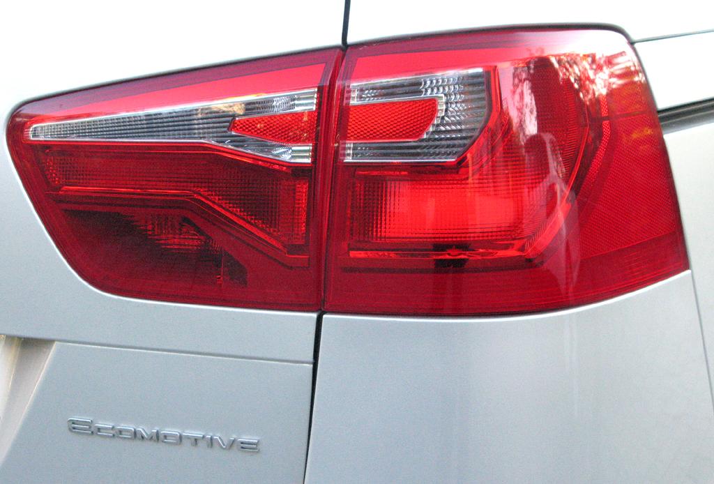 Seat Alhambra: Moderne Leuchteinheiten mit Ecomotive-Schrifzug.