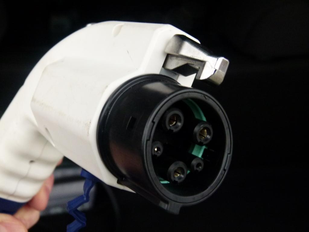 Strom aus der Autokarosserie