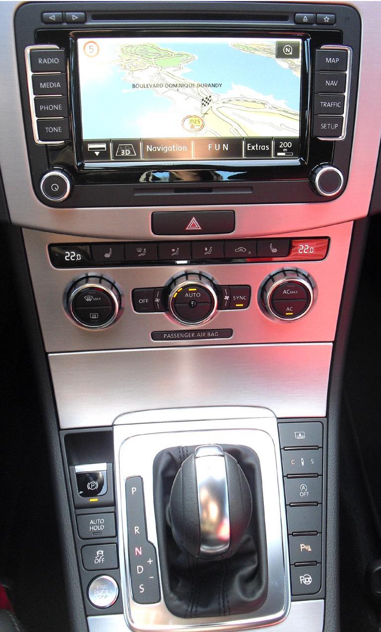 VW CC: Blick auf den mittleren Armaturenträger.