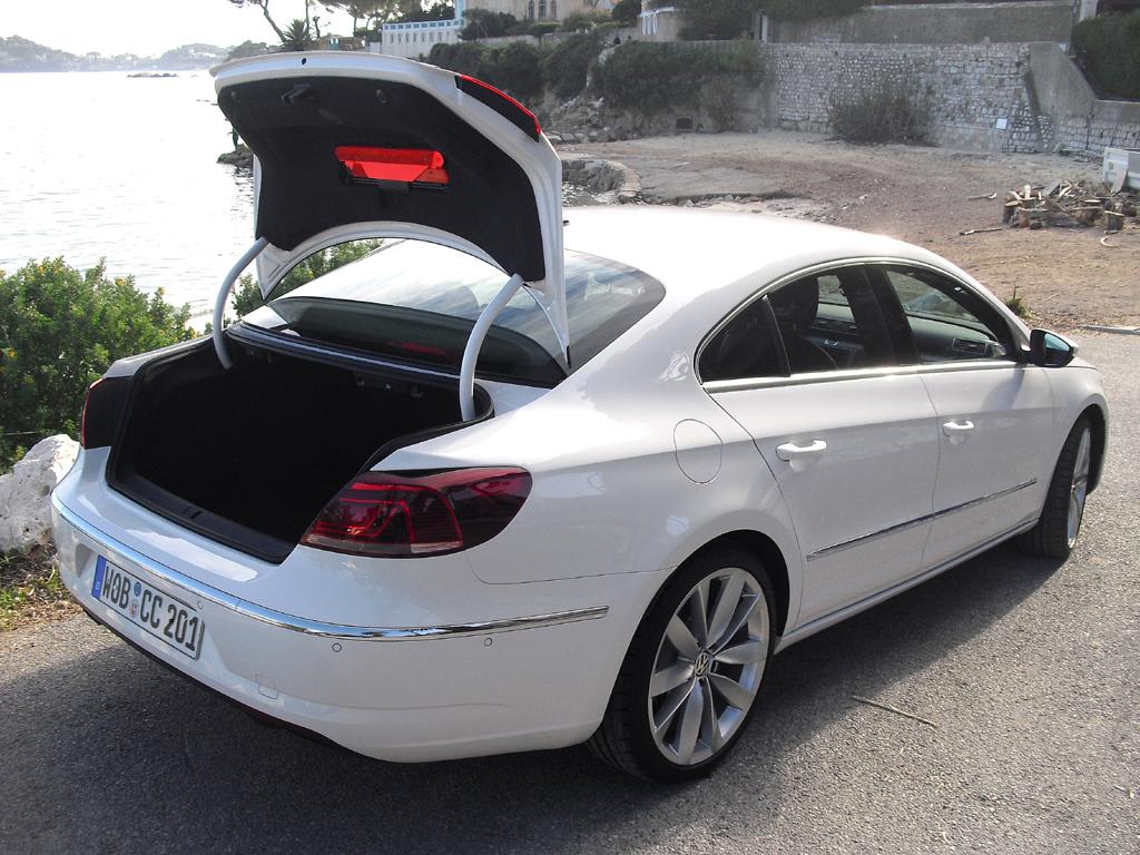 VW CC: Ins Gepäckabteil passen stattliche 532 Liter hinein.