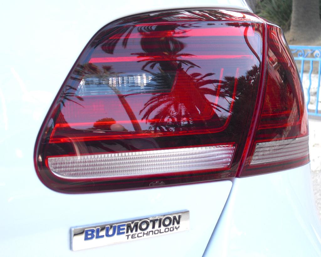 VW CC: Moderne Leuchteinheit hinten mit Bluemotion-Schriftzug