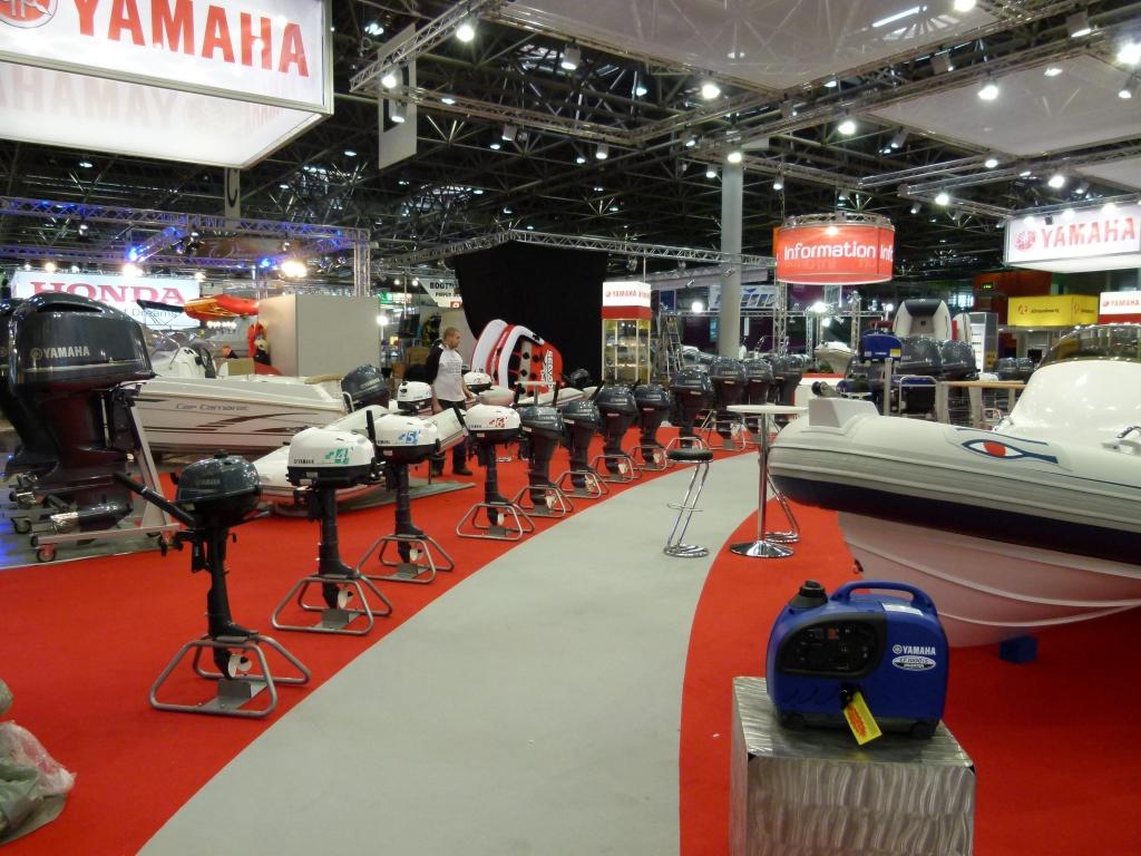 boot Düsseldorf 2012: Von Extrem-Ölzeug bis Marinemotor mit 1800 PS