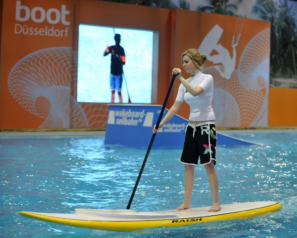 boot Düsseldorf 2012: World of Paddling mit Indoor-Fluss und Kletterwand
