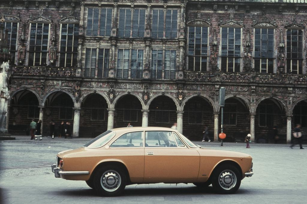 Alfa Romeo Giulia Coupe 1300 GT Junior