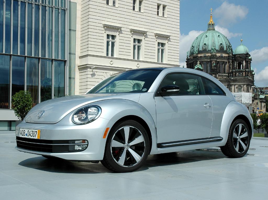 Auch der VW Beetle gehört zu den Baureihen, über die sich das neue Querkonzept erstreckt.