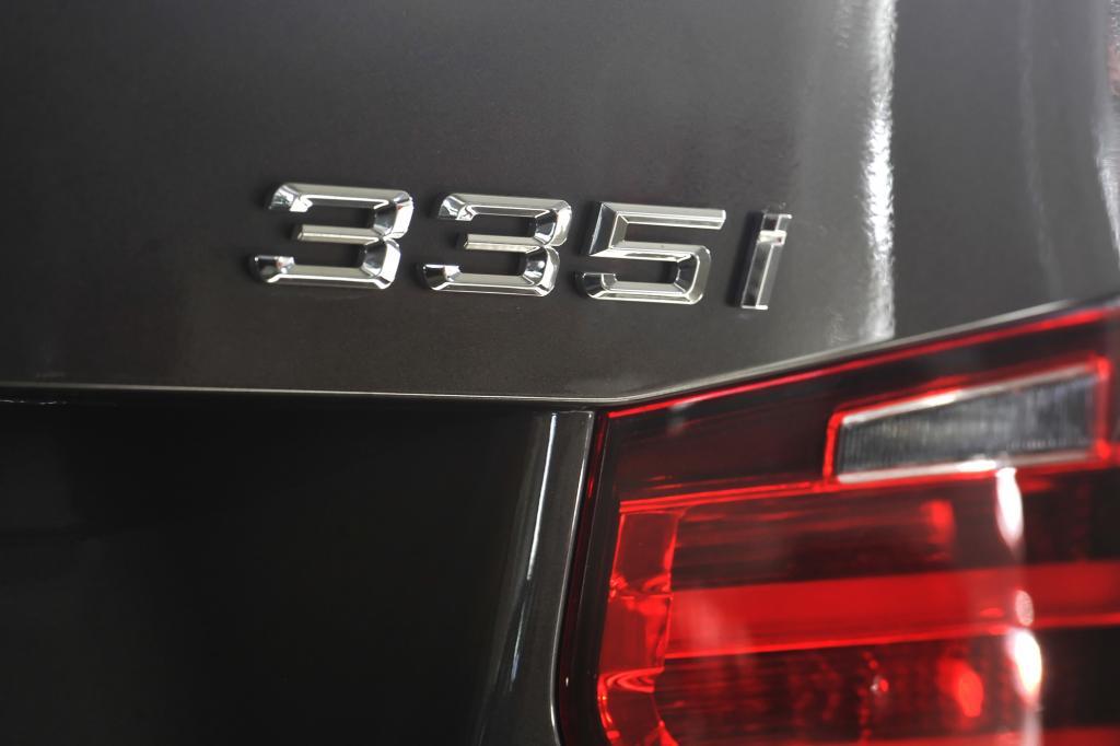 Der 335i kostet mindestens 43.600 Euro