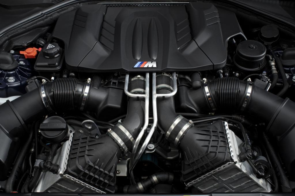 Der Kraftstoffverbrauch soll beim Coupé mit 9,9 Litern knapp unter der Zehnlitermarke bleiben, für das Cabrio gibt der Herstelle