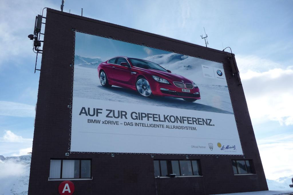 Die Kooperation mit BMW ist im gesamten Oberengadin sichtbar