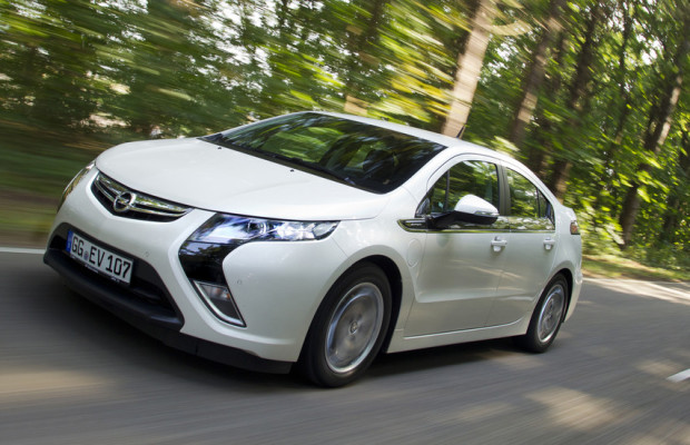 Erste Opel Ampera werden an Kunden ausgeliefert