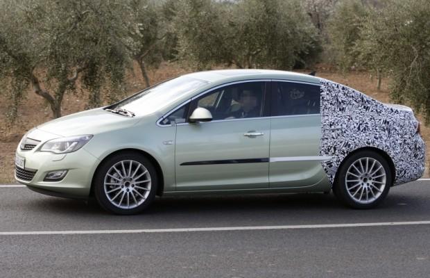 Erwischt: Erlkönig Opel Astra Stufenheck