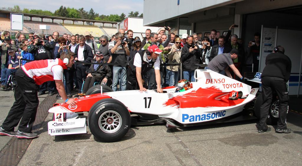 FNT bringt Toyota-Formel-1-Wagen zurück auf der Rennstrecke