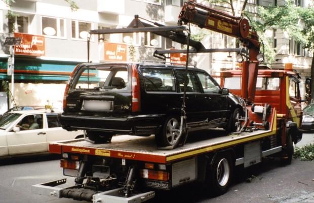 Fahrzeughalter muss Abschleppkosten tragen