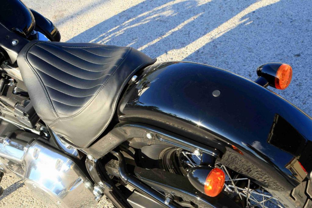 Harley-Davidson FLS Softail Slim: Wie aus der Swing-Ära