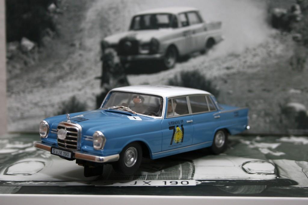 Im Slot: Revell hat mit dem MB 220 SE ein Siegerauto