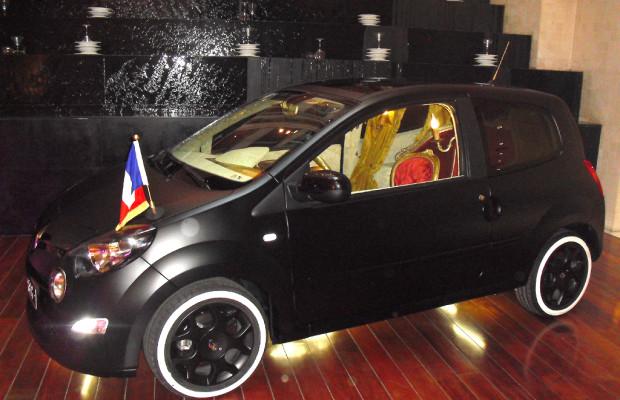 Künstlerisch: Renault Twingo als staatstragende Präsidentenkarosse