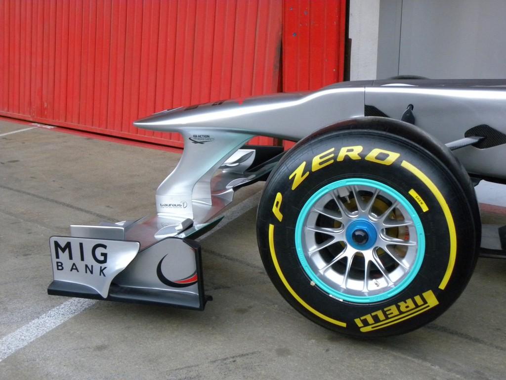 Mercedes AMG Petronas: Der neue Dienstwagen für Michael Schumacher und Keke Rossberg.