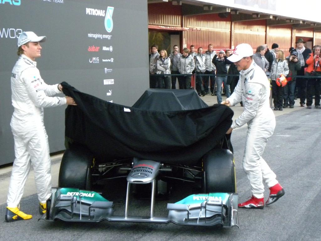 Mercedes AMG stellt Silberpfeil mit
