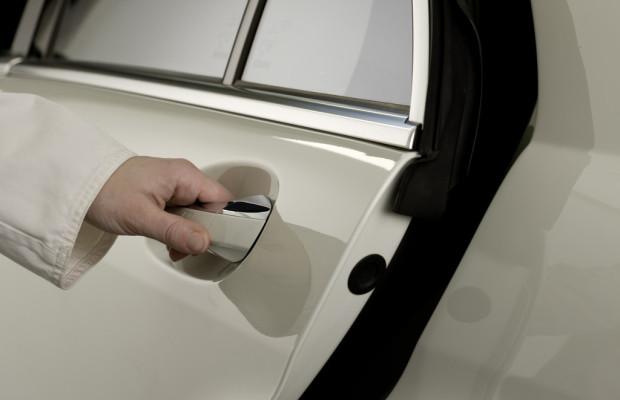 Mercedes-Benz entwickelt aktives Gurtschloss
