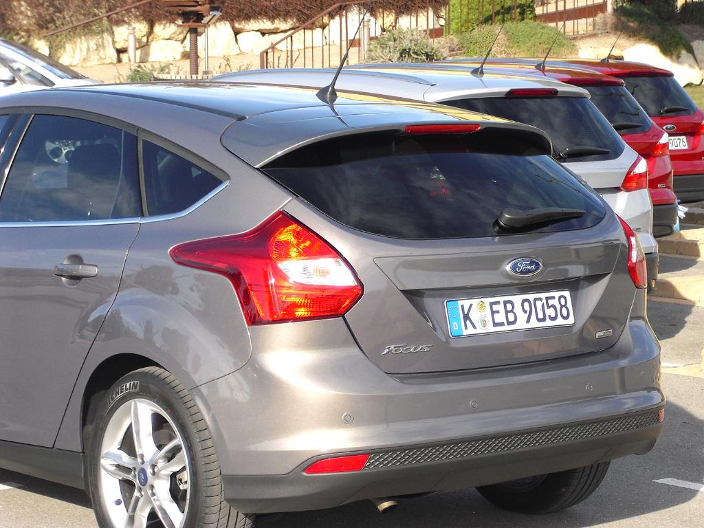 Nach Focus-Viertürer, -Fünftürer und -Kombi setzt Ford 2012 den neuen Motor ebenfalls noch im C- und im neuen Minivan B-Max ein.