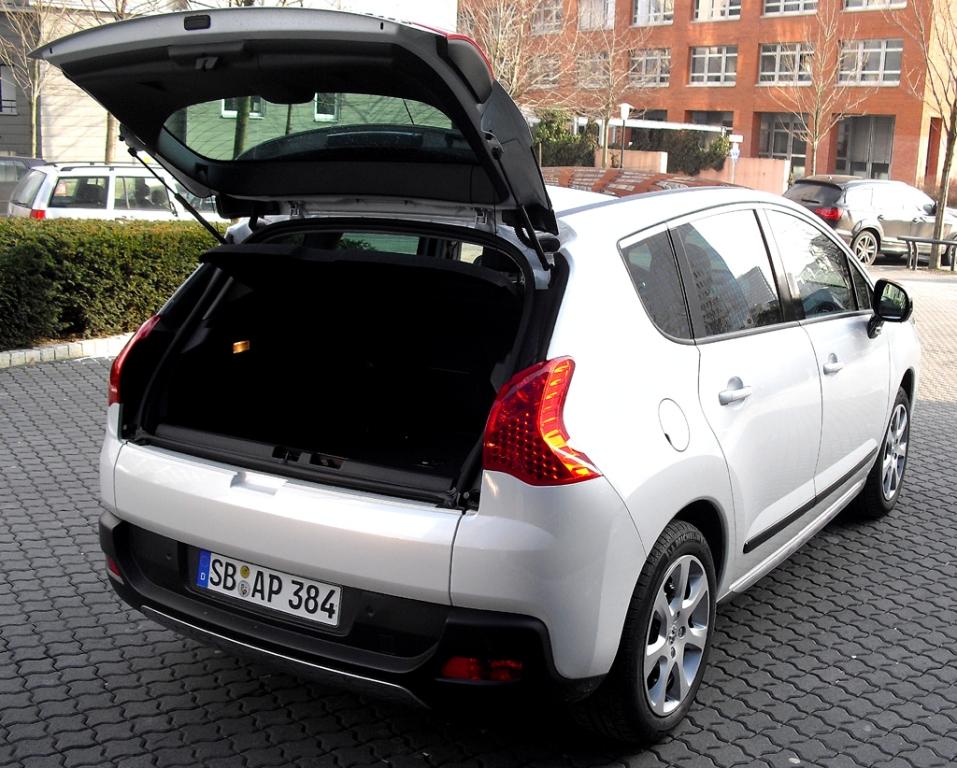 Peugeot 3008 Hybrid4: Das 377- bis 1185-Liter-Gepäckabteil fasst 55 Liter weniger.